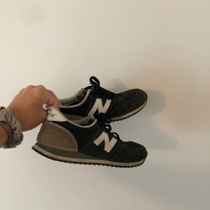 New Balance 420's Black and Gray Size 8